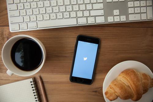 telefon twitter tastatura