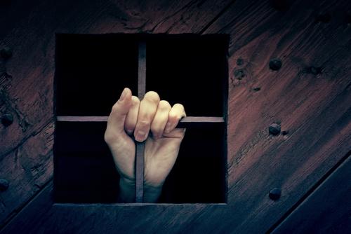 mana fereastra cenzura inchisoare